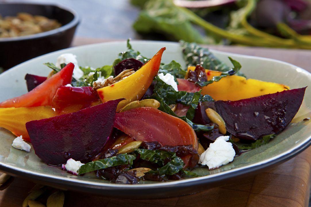 Der mehrfarbige Rübensalat an einer Kirsch Vinaigrette ist ein echter Gaumenschmaus ... - Bildquelle: 2012, Television Food Network, G.P. All Rights Reserved.