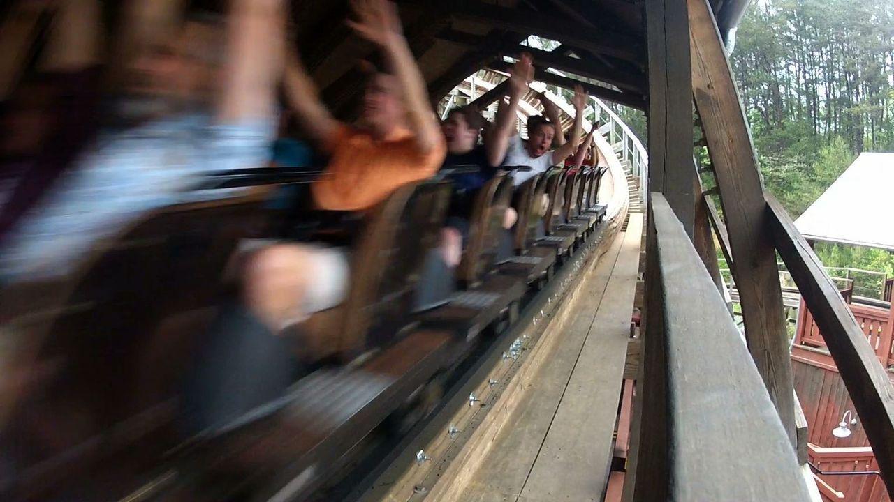 Wer denkt, Holzachterbahnen machen keinen Spaß haben, der wird in dieser Folge eines Besseren belehrt ... - Bildquelle: 2012, The Travel Channel, L.L.C. All rights Reserved.