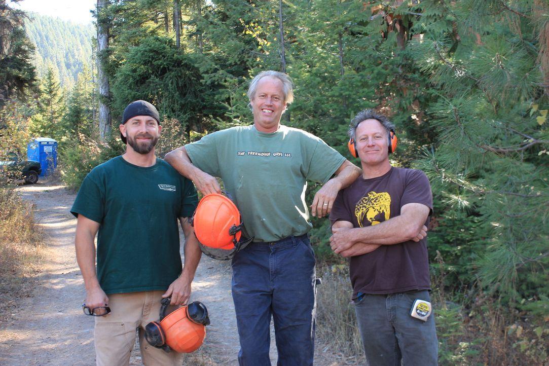 Die Treehouse Guys Ka-V (l.), B'fer (M.) und Jason (r.) müssen dieses Mal in Coeur d'Alene, Idaho Hand anlegen. Da sich das Grundstück ihrer Kunden... - Bildquelle: 2016, DIY Network/Scripps Networks, LLC. All Rights Reserved.