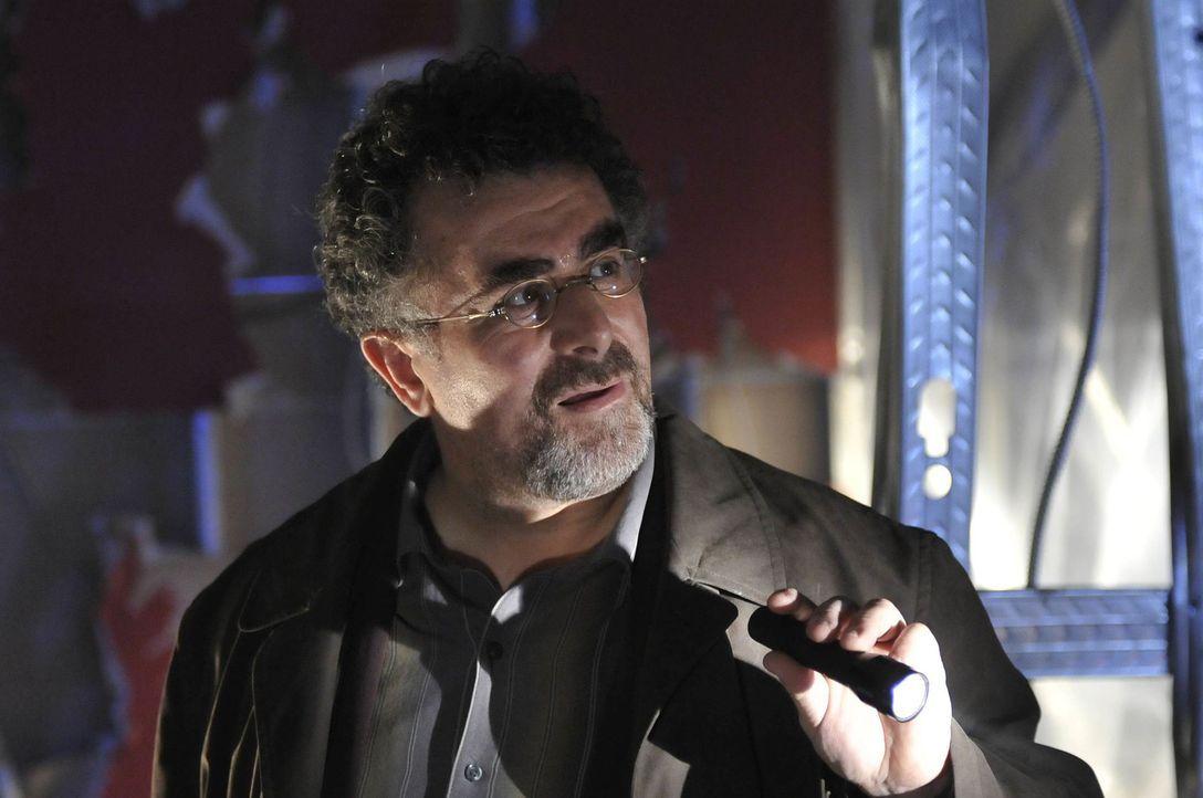 Ein neuer Fall beschäftigt Agent Artie (Saul Rubinek) und sein Warehouse-Team ... - Bildquelle: Philippe Bosse SCI FI Channel