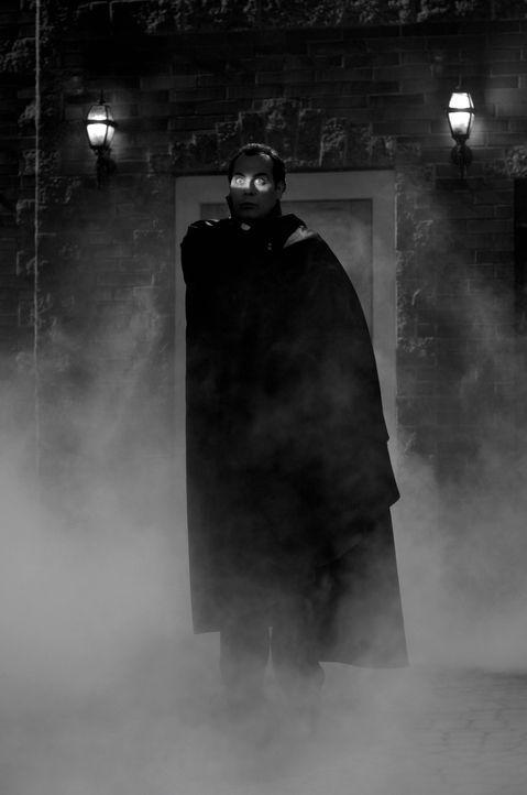 Treibt sein Unwesen während des Oktoberfests in Pennsylvania: Dracula (Todd Stashwick) ... - Bildquelle: Warner Bros. Television