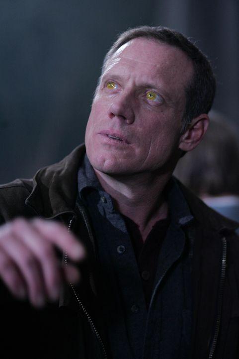 Führt nichts Gutes im Schilde: der gelbäugige Dämon (Frederic Lehne) ... - Bildquelle: Warner Bros. Television