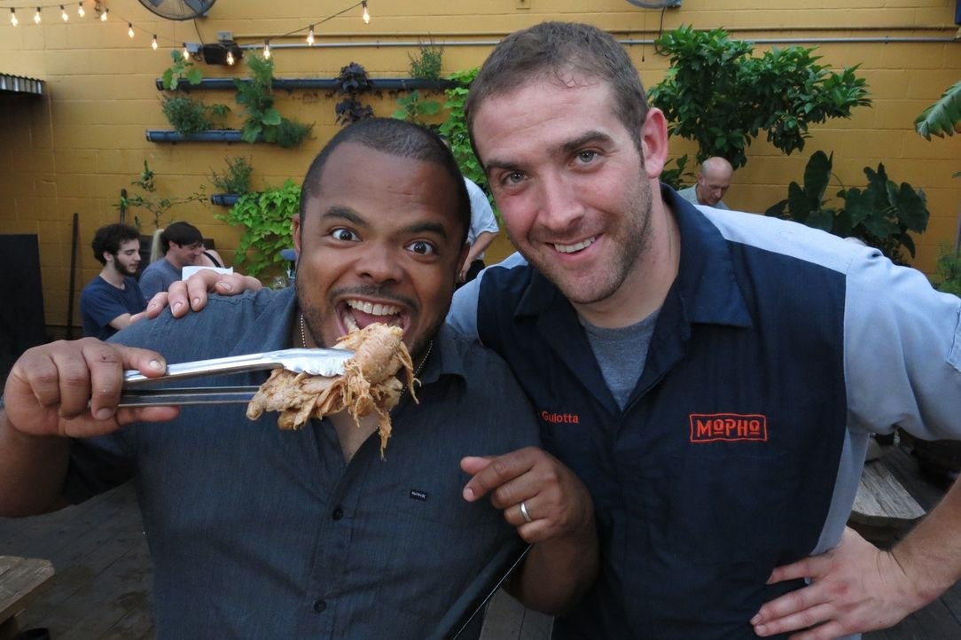 (v.l.n.r.) Roger Mooking; Michael Gulotta - Bildquelle: 2016,Cooking Channel, LLC. All Rights Reserved.