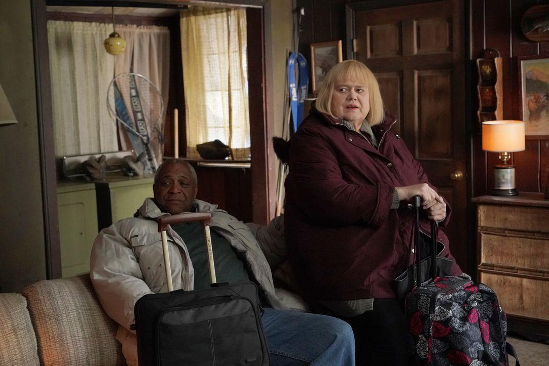 Ken (Alex Morris, l.); Christine Baskets (Louie Anderson, r.) - Bildquelle: 2018 FX Productions, LLC.  All rights reserved.