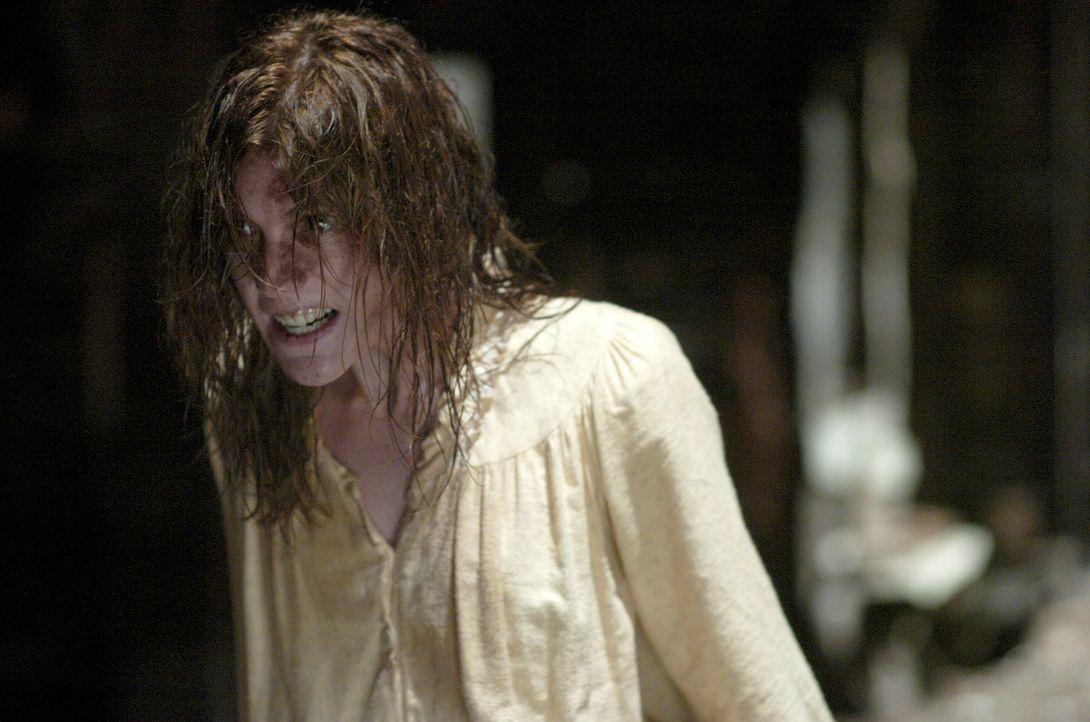Entspringen die Dämonen, die Emily Rose (Jennifer Carpenter) peinigen, dem Gehirn der jungen Studentin oder kommen sie aus einer anderen Realität? - Bildquelle: Sony Pictures Television International. All Rights Reserved.