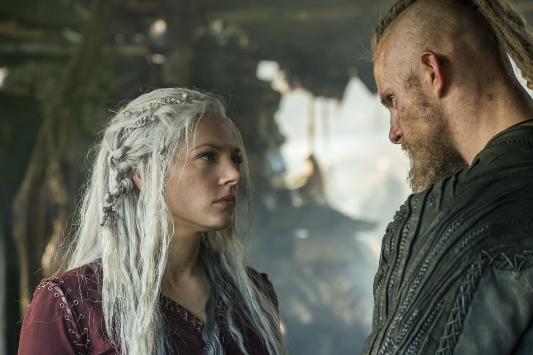 Lagertha (Katheryn Winnick, l.); Björn (Alexander Ludwig, r.) - Bildquelle: 2017 TM PRODUCTIONS LIMITED / T5 VIKINGS V PRODUCTIONS INC. ALL RIGHTS RESERVED.