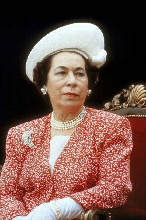 Queen Elisabeth (Jeannette Charles) schwebt in höchster Lebensgefahr. - Bildquelle: Paramount Pictures