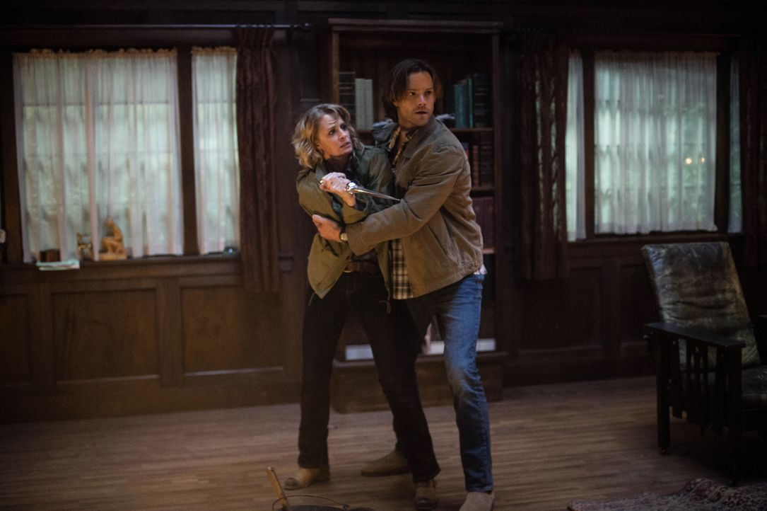 Mary (Samantha Smith, l.); Sam (Jared Padalecki, r.) - Bildquelle: Diyah Pera 2016 The CW Network, LLC. All Rights Reserved / Diyah Pera