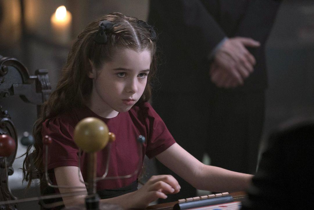 Unersättlicher Hunger treibt Amara (Gracyn Shinyei) dazu, in der Hölle eine Seele nach der anderen zu verspeisen. Wie lange werden Crowleys Untertan... - Bildquelle: 2014 Warner Brothers