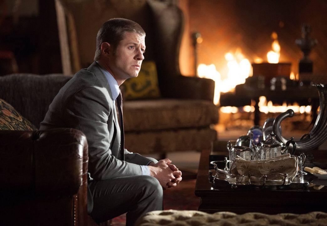 Ein Menschenhändlerring, der sich auf Kinder spezialisiert hat, treibt sein Unwesen in Gotham. James Gordon (Ben McKenzie) und sein Kollege Harvey B... - Bildquelle: Warner Bros. Entertainment, Inc.