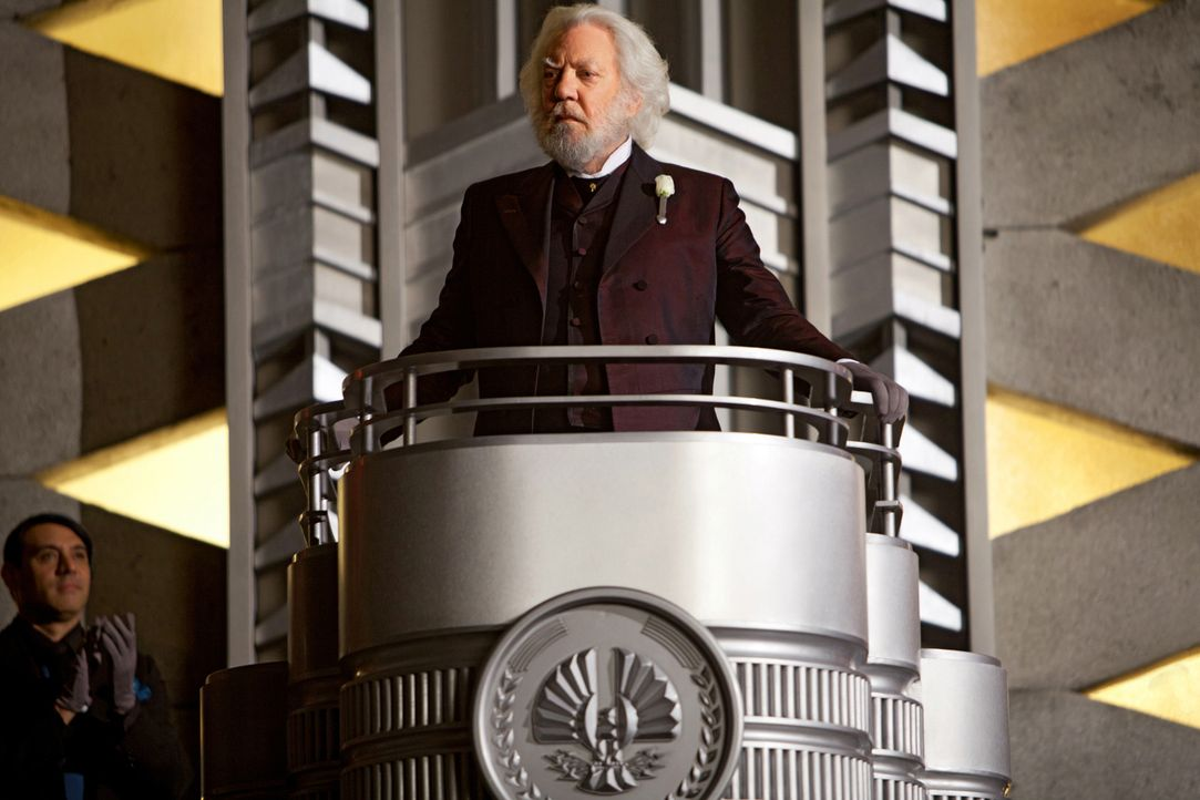 Als President Snow (Donald Sutherland) die 74. Hungerspiele ankündigt, ahnt er nicht, dass diesmal alles ganz anders wird, als er es sich in seinen... - Bildquelle: Studiocanal GmbH