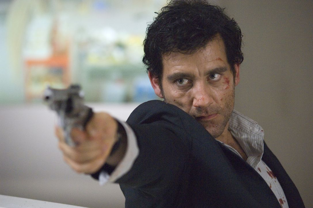 Scheiß auf den Lombardsatz! Zunächst glaubt Interpol-Agent Louis Salinger (Clive Owen) noch, mit handfesten Beweisen könne er den Bankern das Handwe... - Bildquelle: 2009 Columbia Pictures Industries, Inc. and Beverly Blvd LLC. All Rights Reserved.