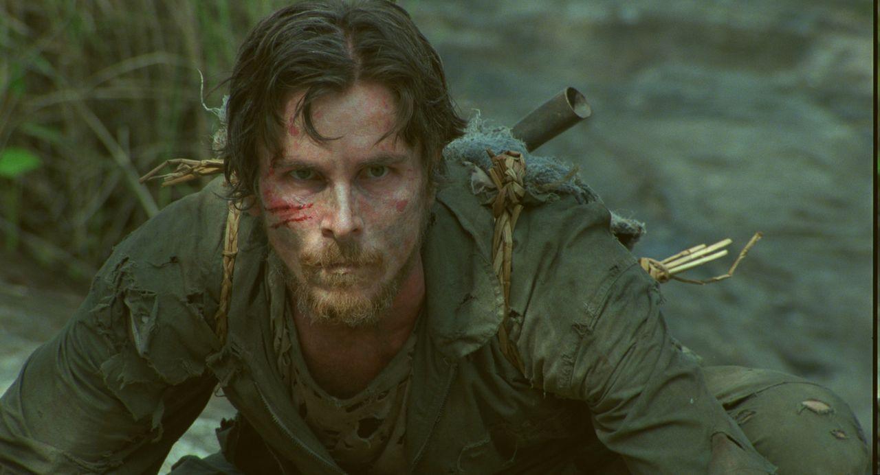 Der Kampfpilot Dieter Dengler (Christian Bale) ist kein normaler Soldat, aber in Gefangenschaft sind alle gleich ... - Bildquelle: 2006 Top Gun Productions, LLC. All Rights Reserved.