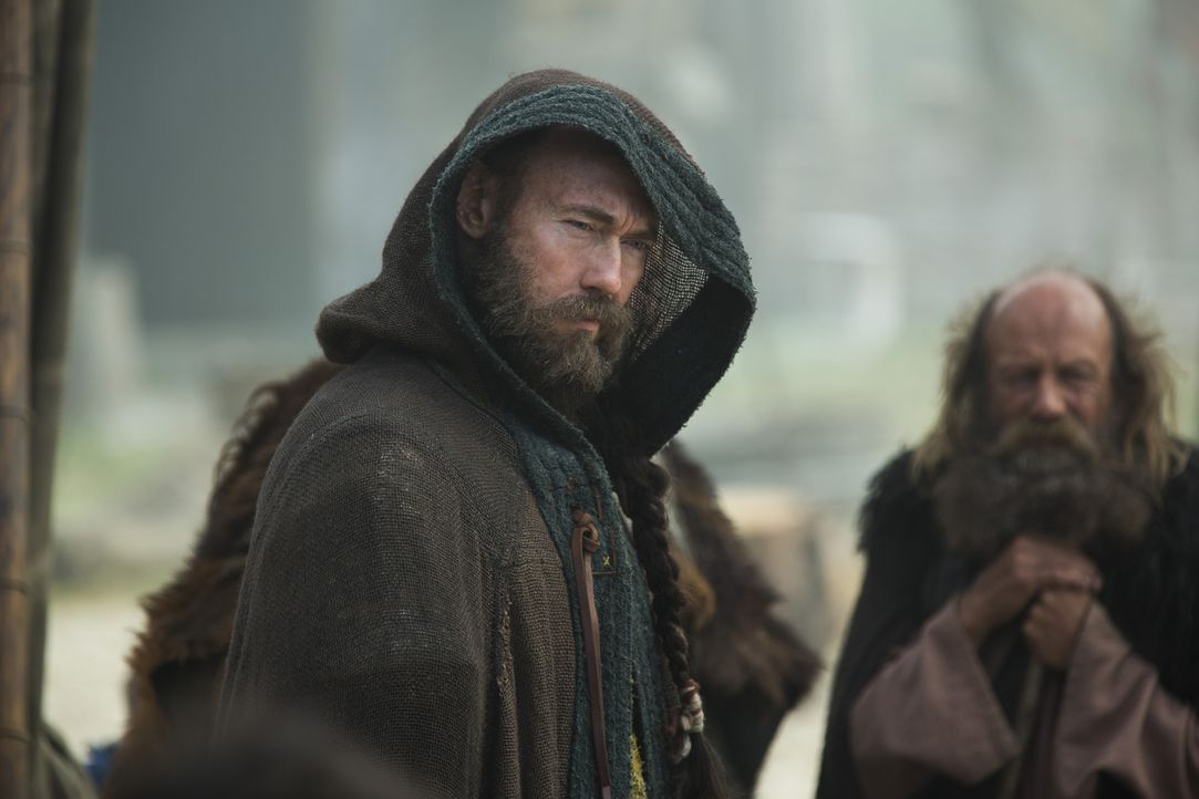 Harbard (Kevin Durand), ein geheimnisvoller Fremder, taucht plötzlich in Kattegat taucht auf und bittet um Hilfe von Königin Aslaug. Doch kann sie i... - Bildquelle: 2015 TM PRODUCTIONS LIMITED / T5 VIKINGS III PRODUCTIONS INC. ALL RIGHTS RESERVED.