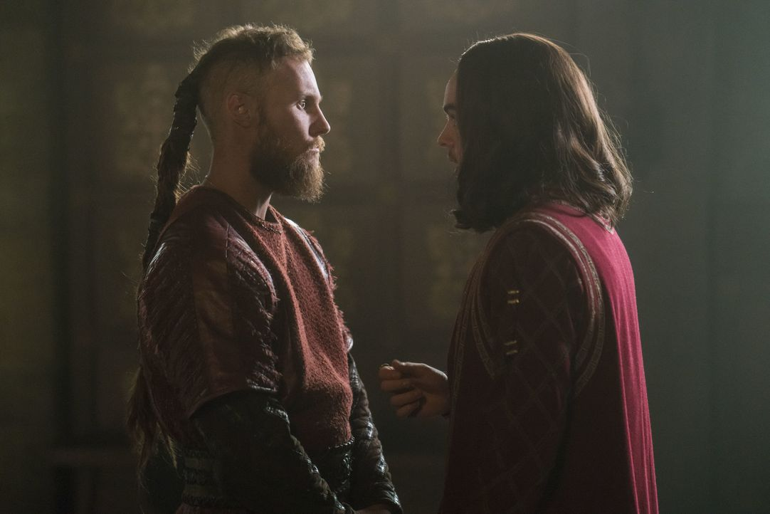 Übbe (Jordan Patrick Smith, l.); Alfred (Ferdia Walsh-Peelo, r.) - Bildquelle: 2017 TM PRODUCTIONS LIMITED / T5 VIKINGS V PRODUCTIONS INC. ALL RIGHTS RESERVED.
