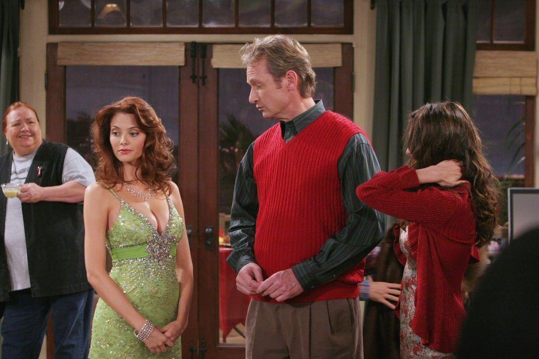 Weihnachten anders als geplant: (v.l.n.r.) Berta (Conchata Ferrell), Kandi (April Bowlby), Herb (Ryan Stiles) und Judith (Marin Hinkle) ... - Bildquelle: Warner Brothers Entertainment Inc.
