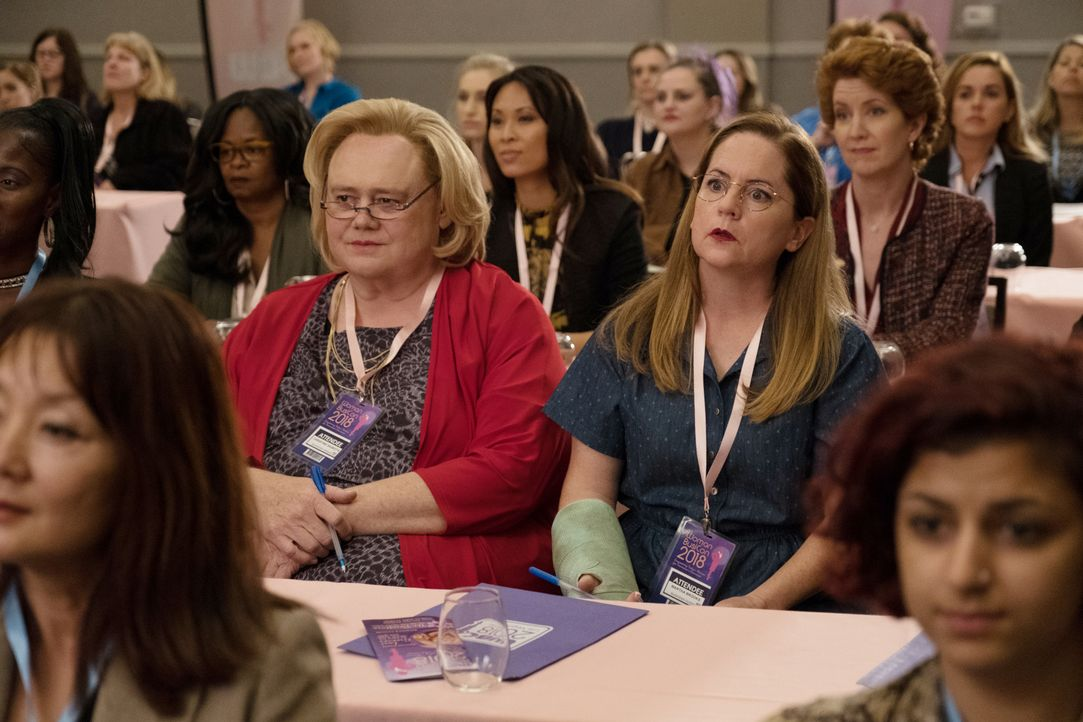Christine Baskets (Louie Anderson, l.); Martha (Martha Kelly, r) - Bildquelle: Photographs   2018 FX Productions, LLC. All rights reserved.