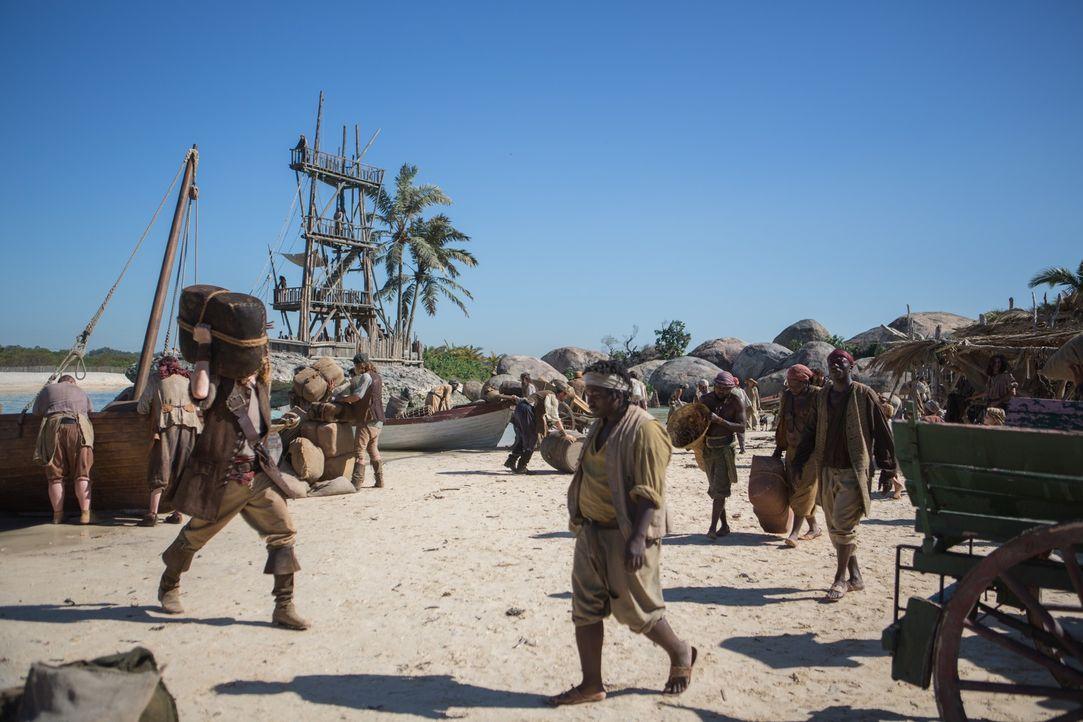 Noch ahnt keiner auf New Providence Island, was auf sie zukommen wird ... - Bildquelle: 2013 Starz Entertainment LLC, All rights reserved