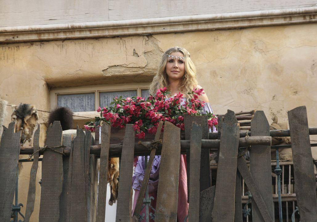 Im Märchen wird Elliott (Sarah Chalke) zur Prinzessin, die den Dorftrottel um Hife bittet ... - Bildquelle: Touchstone Television