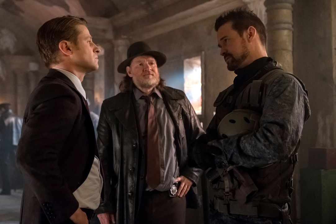 (v.l.n.r.) James Gordon (Ben McKenzie); Harvey Bullock (Donal Logue); Eduardo Dorrance alias Bane (Shane West) - Bildquelle: Jeff Neumann 2018 Fox Broadcasting Co. / Jeff Neumann