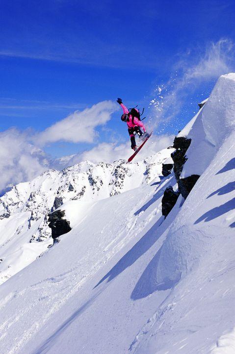 Keine Piste ist zu riskant, kein Abhang zu steil: Extrem-Snowboarderin Kittie (Jana Pallaske) ... - Bildquelle: TM & Copyright   2002 by Paramount Pictures. All Rights Reserved.