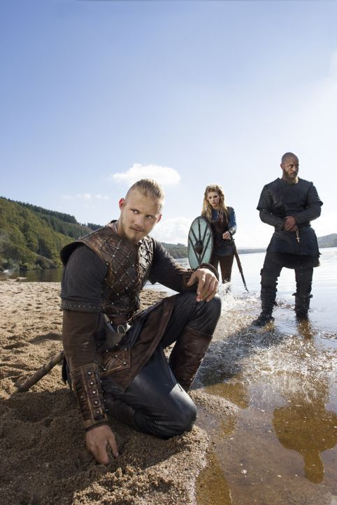 (3. Staffel) - Vikings - Für ihren Sohn Bjorn (Alexander Ludwig, l.) würden Ragnar (Travis Fimmel, r.) und Lagertha (Katheryn Winnick, M.) sterben .... - Bildquelle: 2015 TM PRODUCTIONS LIMITED / T5 VIKINGS III PRODUCTIONS INC. ALL RIGHTS RESERVED.