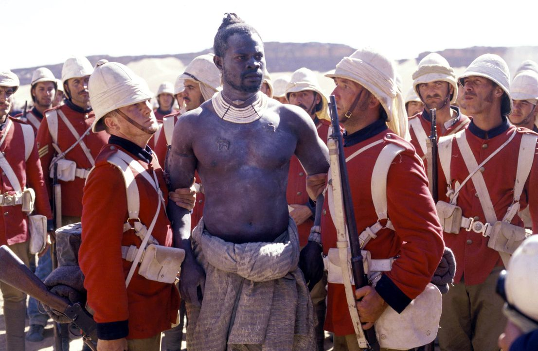 Eines Tages wird der Mahdi-Kämpfer Abou Fatma (Djimon Hounsou, M.) von den Engländern gefangen genommen. Im Lager des Feindes lernt er Harry Faversh... - Bildquelle: Jaap Buitendijk Concorde Filmverleih. All rights reserved.