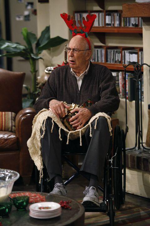 Ein besonderer Weihnachtsgast: Marty (Carl Reiner) ... - Bildquelle: Warner Brothers
