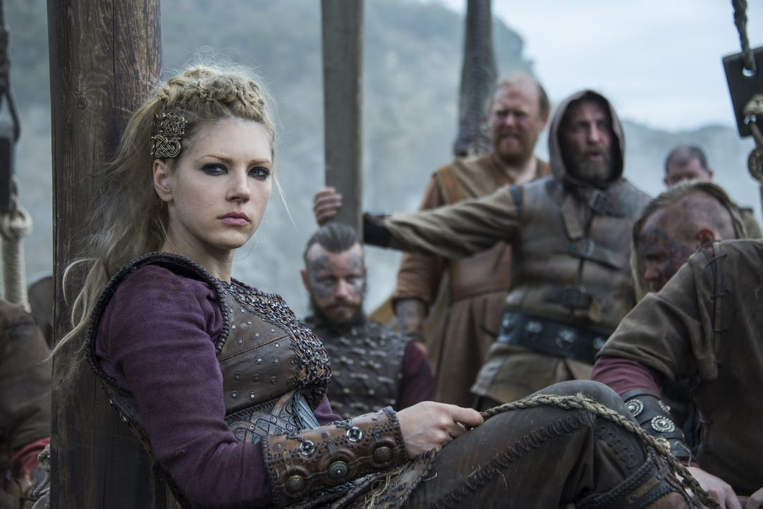 Steht solidarisch auf Ragnars Seite: Lagertha (Katheryn Winnick) ... - Bildquelle: 2016 TM PRODUCTIONS LIMITED / T5 VIKINGS III PRODUCTIONS INC. ALL RIGHTS RESERVED.