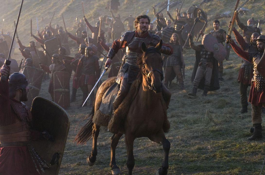 Mit einer handvoll Getreuer gelingt es aber gelingt es Aurelius (Colin Firth), den kindlichen Kaiser und seinen Lehrer zu befreien und, zurück auf d... - Bildquelle: TOBIS Filmkunst GmbH & Co. Verleih KG