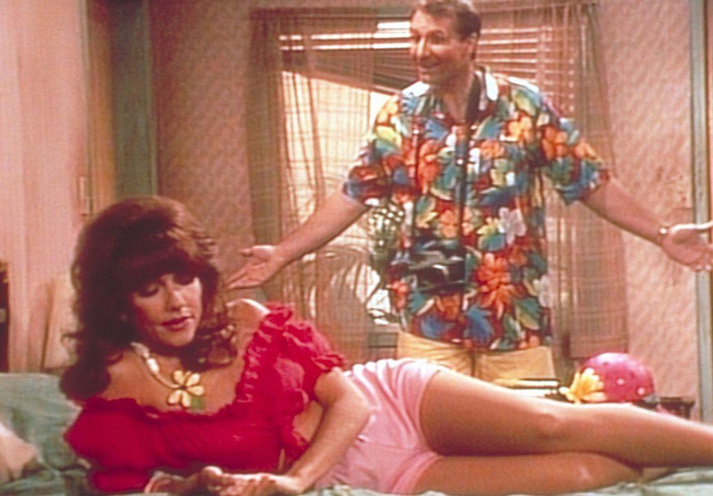 Die Bundys verbringen ihren Urlaub in einem gottverlassenen Provinznest. Peggy (Katey Sagal, vorne) schmollt deshalb mit ihrem Mann Al (Ed O'Neill,... - Bildquelle: Sony Pictures Television International. All Rights Reserved.