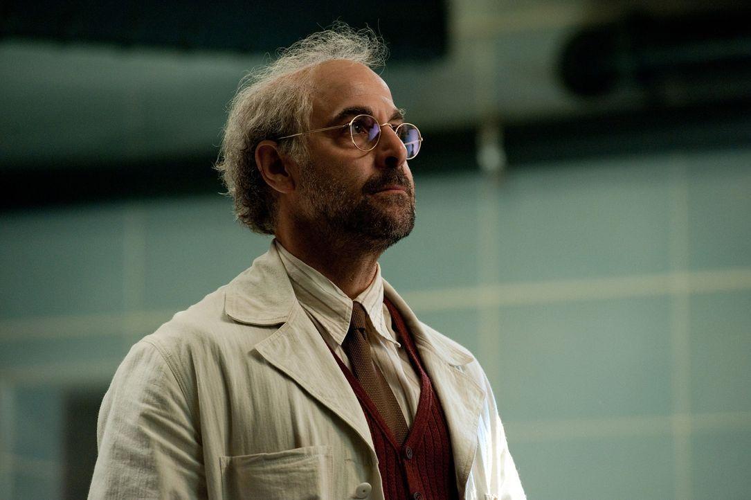 Dr. Abraham Erskine (Stanley Tucci) ist sowohl für Red Skulls wie auch Captain Americas Übermenschlichkeit verantwortlich ... - Bildquelle: TM &   2011 Marvel Entertainment, LLC & subs. All Rights Reserved.