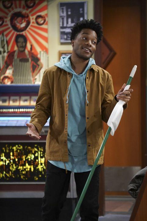 Nachdem Franco (Jermaine Fowler) erfahren hat, dass Arthur ihm nicht wirklich vertraut, versucht er alles, um den Donutladen Besitzer von seiner Ver... - Bildquelle: Monty Brinton 2016 CBS Broadcasting, Inc. All Rights Reserved. / Monty Brinton
