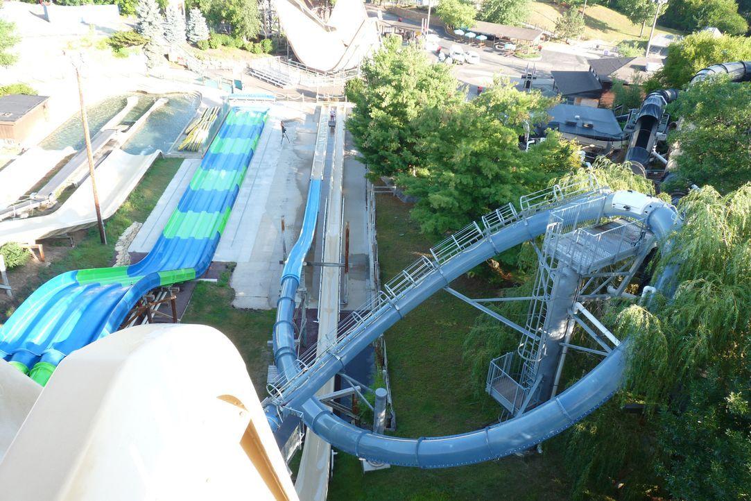 In der Wasserrutsche Scorpion's Tail im Noah's Ark Waterpark in Wisconsin erreicht man eine Geschwindigkeit von knapp 60 km/h ... - Bildquelle: 2014,Great American Country/Scripps Networks, LLC. All Rights Reserved.