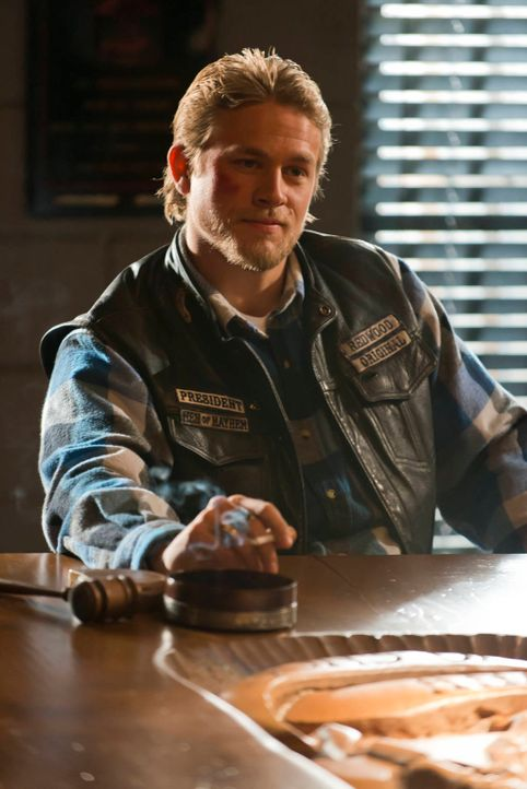Der rechtmäßige Thronfolger scheint endlich seinen Anspruch geltend zu machen: Jax (Charlie Hunnam) ... - Bildquelle: 2012 Twentieth Century Fox Film Corporation and Bluebush Productions, LLC. All rights reserved.