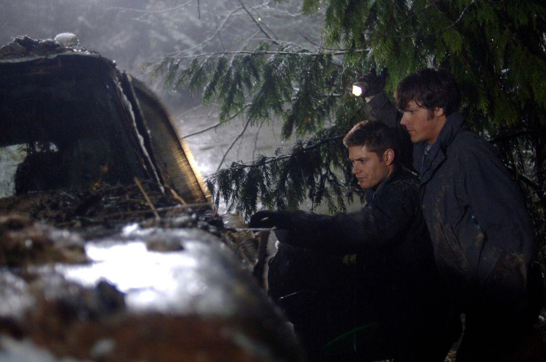 Haben es wieder mit einem mordenden Geist zu tun: Sam (Jared Padalecki, r.) und Dean (Jensen Ackles, l.) ... - Bildquelle: Warner Bros. Television