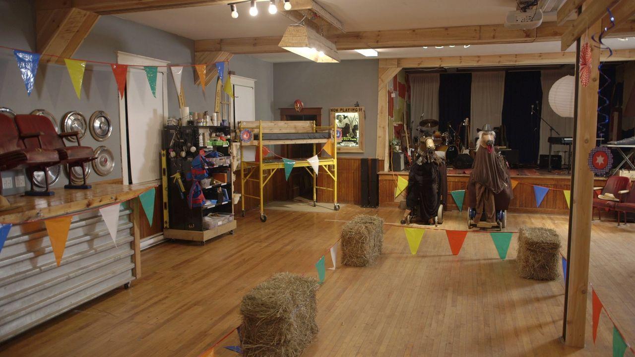 Eine Wildwest-Indoor-Rennbahn für Pferde ohne echte Pferde? Für Kevin und Andrew ist alles machbar ... - Bildquelle: Brojects Ontario LTD 2017
