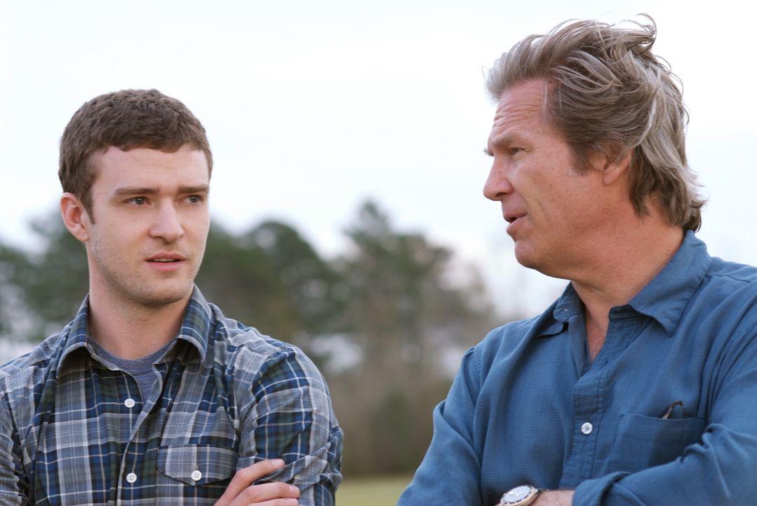 Nachdem sie sich ein halbes Leben nicht gesehen hatten, müssen Carlton (Justin Timberlake, l.) und sein Vater Kyle (Jeff Bridges, r.) nun auf einer... - Bildquelle: 2008 BY OPEN ROAD INVESTMENTS, LLC. ALL RIGHTS RESERVED