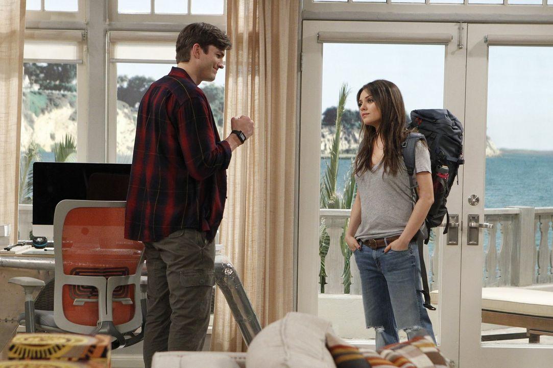 Walden (Ashton Kutcher, l.) kann es nicht glauben: Die Backpackerin Vivian (Mila Kunis, r.), die er für die Liebe seines Lebens hält, will sich völl... - Bildquelle: Warner Brothers Entertainment Inc.
