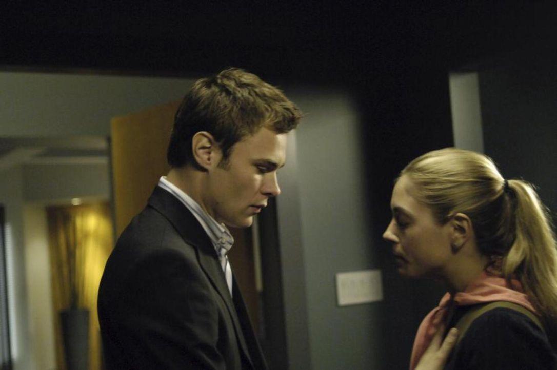 Shawn (Patrick Flueger, l.) wird von seiner Ex-Freundin Nikki (Brooke Nevin, r.) um Hilfe gebeten, was Isabelle gar nicht gefällt ... - Bildquelle: Viacom Productions Inc.