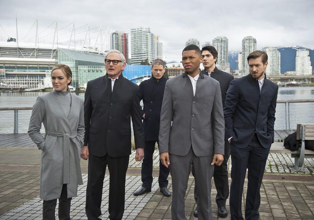 Als Rip (Arthur Darvill, r.) seinem Team offenbart, dass sie einen mächtigen Verbündeten von Savage ausschalten müssen, um die Welt zu retten, sind... - Bildquelle: 2015 Warner Bros.