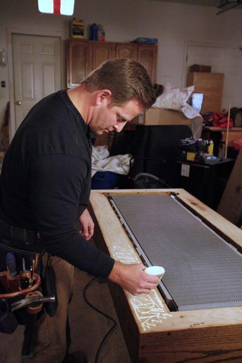 Für alles hat Jason Cameron (Foto) eine Lösung. So ist es ein Leichtes für ihn die Leidenschaft von Rob, das Fliegen, in den Man Cave einzubauen ...... - Bildquelle: 2012, DIY Network/Scripps Networks, LLC.  All Rights Reserved.