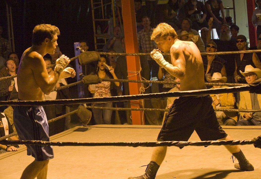 """Half Sack (Johnny Lewis, r.) stellt sich bei einem Bareknuckle Fight ganz gut an. Am Ende soll er jedoch verlieren, dass die """"Sons of Anarchy"""" auße... - Bildquelle: 2008 FX Networks, LLC. All rights reserved."""