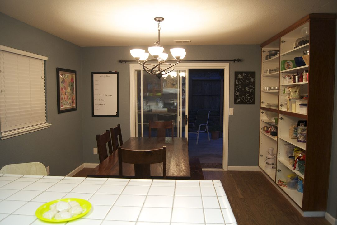 Aus alt wird neu. Josh Temple und sein Team chrashen die Küche von Chris Yoce und seiner Familie ... - Bildquelle: 2011, DIY Network/Scripps Networks, LLC.  All Rights Reserved