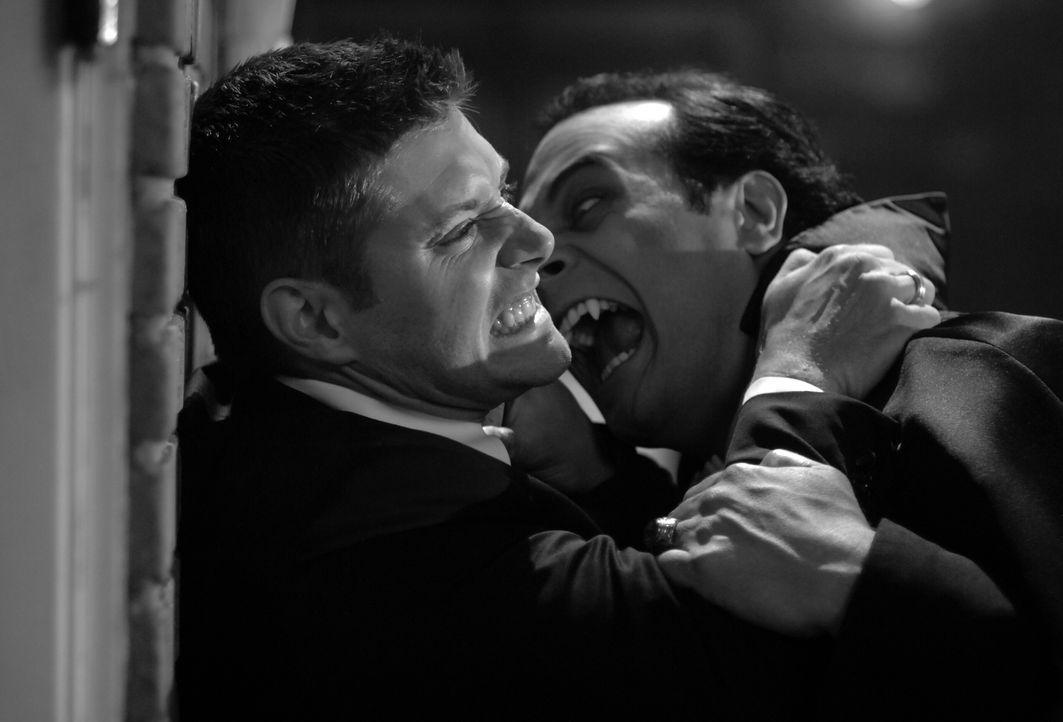 Während des Oktoberfests in Pennsylvania geschehen Morde, denen Dean (Jensen Ackles, l.) und Sam nachgehen. Dabei stoßen sie auf einen gefährlichen... - Bildquelle: Warner Bros. Television