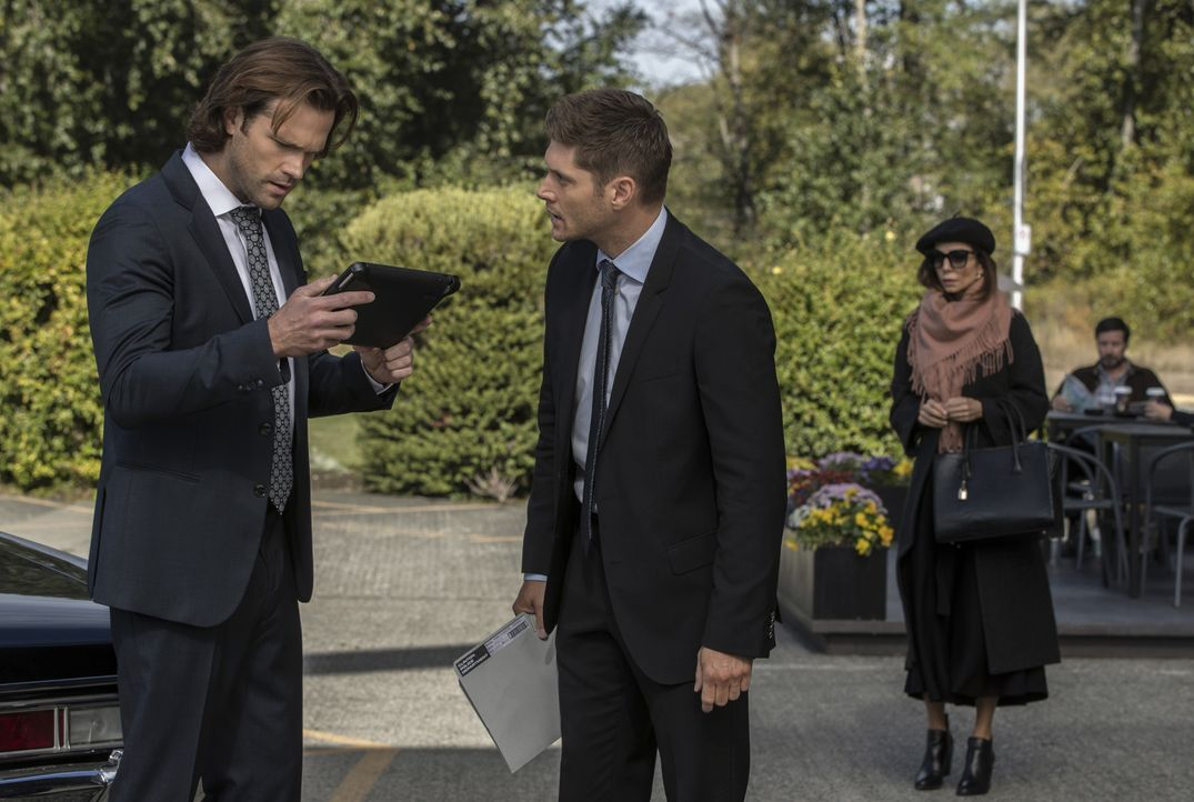 (v.l.n.r.) Sam (Jared Padalecki); Dean (Jensen Ackles); Daniela (Farrah Aviva) - Bildquelle: Jack Rowand 2017 The CW Network, LLC. All Rights Reserved / Jack Rowand