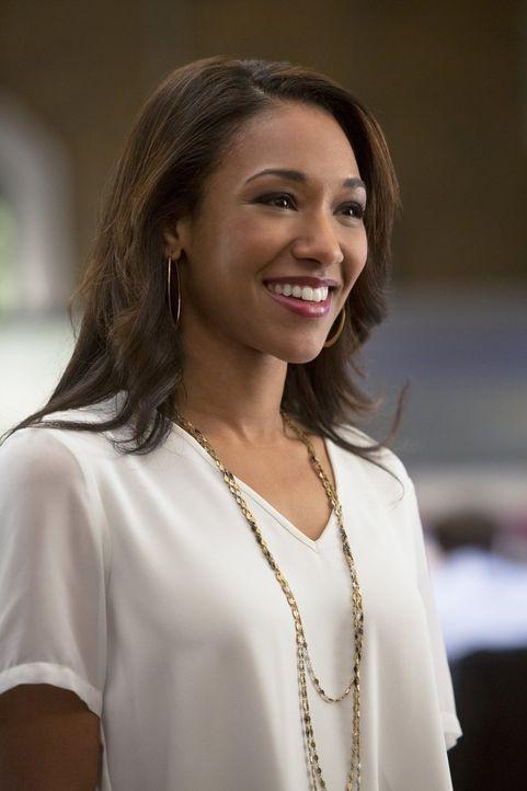 Iris (Candice Patton) ist geschockt, als sie bemerkt, dass es ihr etwas ausmacht, das Barry nicht sie, sondern eine andere Frau bei Central City Pic... - Bildquelle: Warner Brothers.