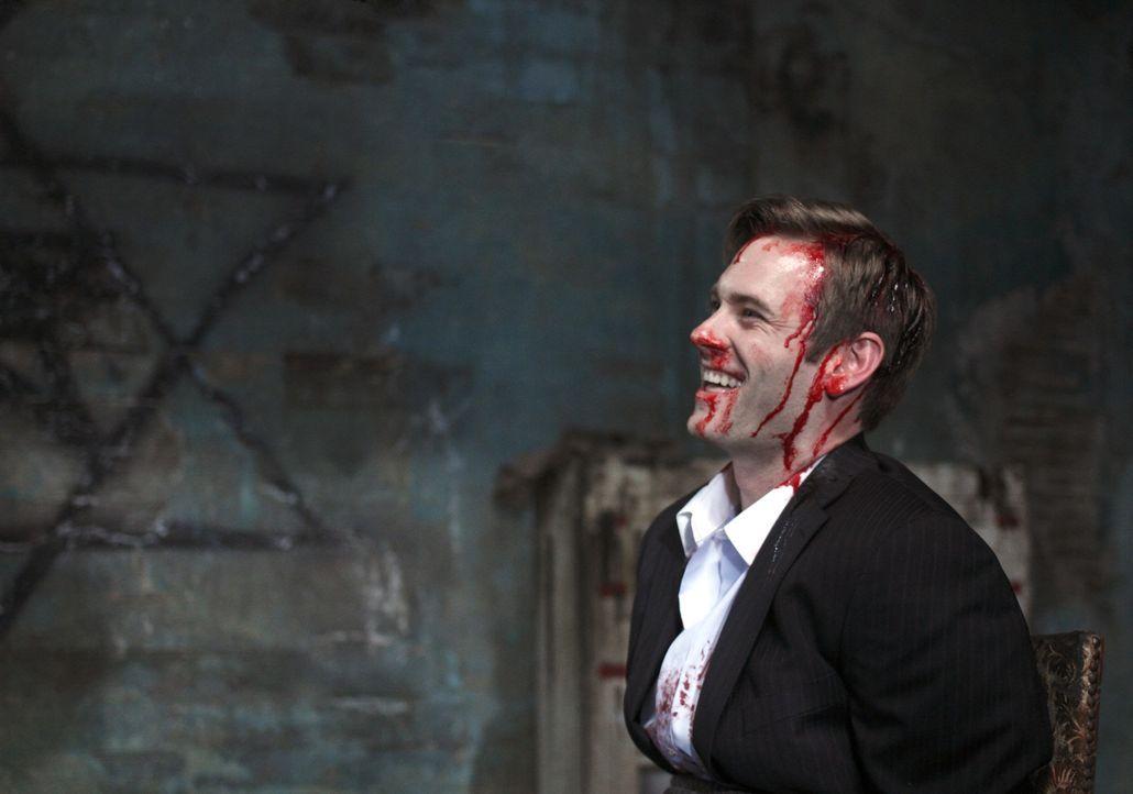 Crowley führt die Brüder zu Brady (Eric Johnson), der rechten Hand von Pestilence. Dort stellt sich heraus, dass Sam und er etwas gemeinsam haben ..... - Bildquelle: Warner Brothers