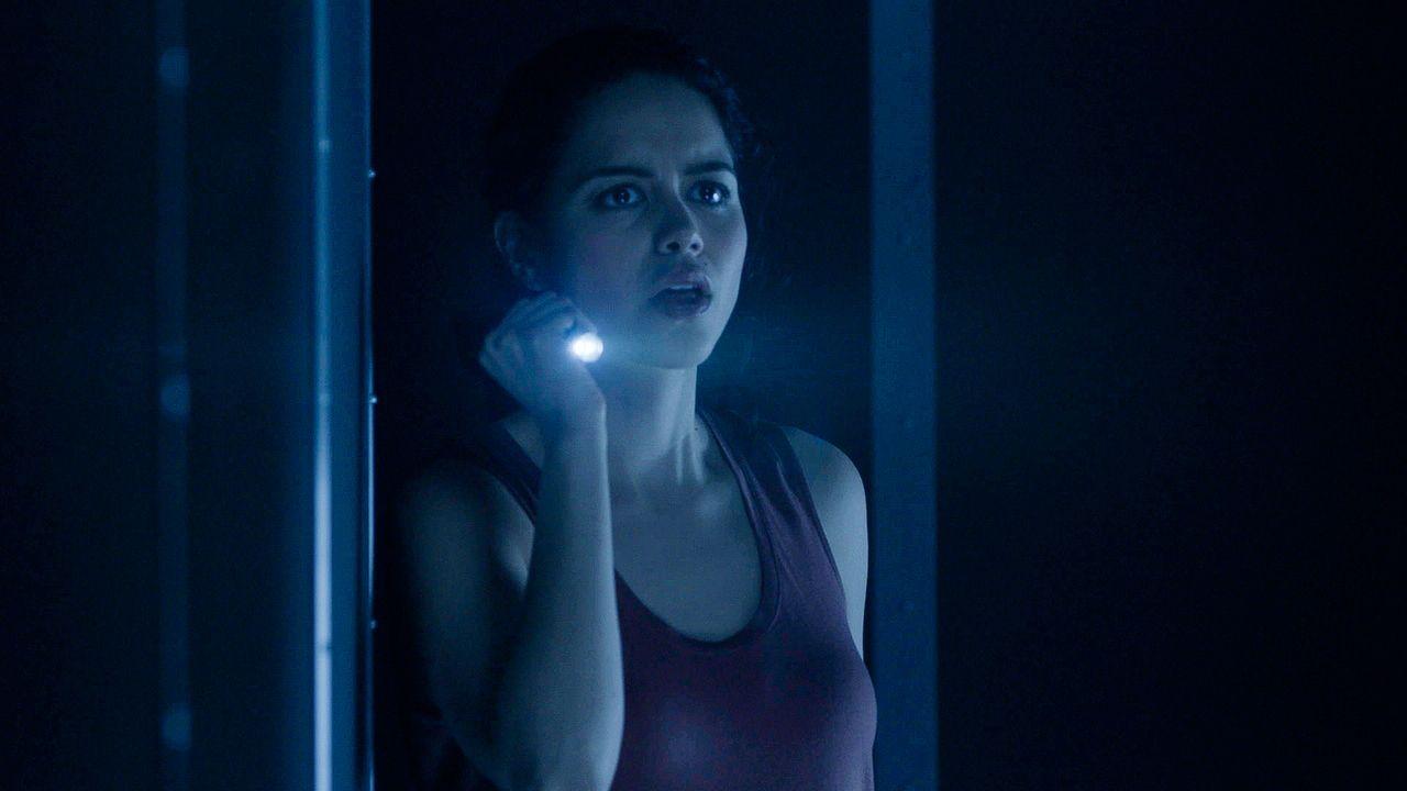 Dariela (Alyssa Diaz)  und Jamie geraten in eine Falle. Kann Dariela sich und Jamie vor dem Tod bewahren? - Bildquelle: 2017 CBS Broadcasting, Inc. All Rights Reserved