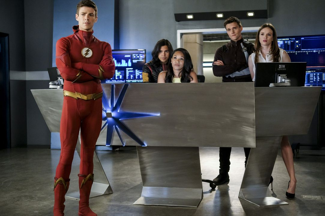 (v.l.n.r.) Barry (Grant Gustin); Cisco (Carlos Valdes); Iris (Candice Patton); Ralph (Hartley Sawyer); Caitlin (Danielle Panabaker) - Bildquelle: Robert Falconer 2018 The CW Network, LLC. All rights reserved.